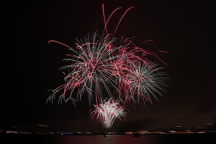 Fireworks-on-bonfire-night